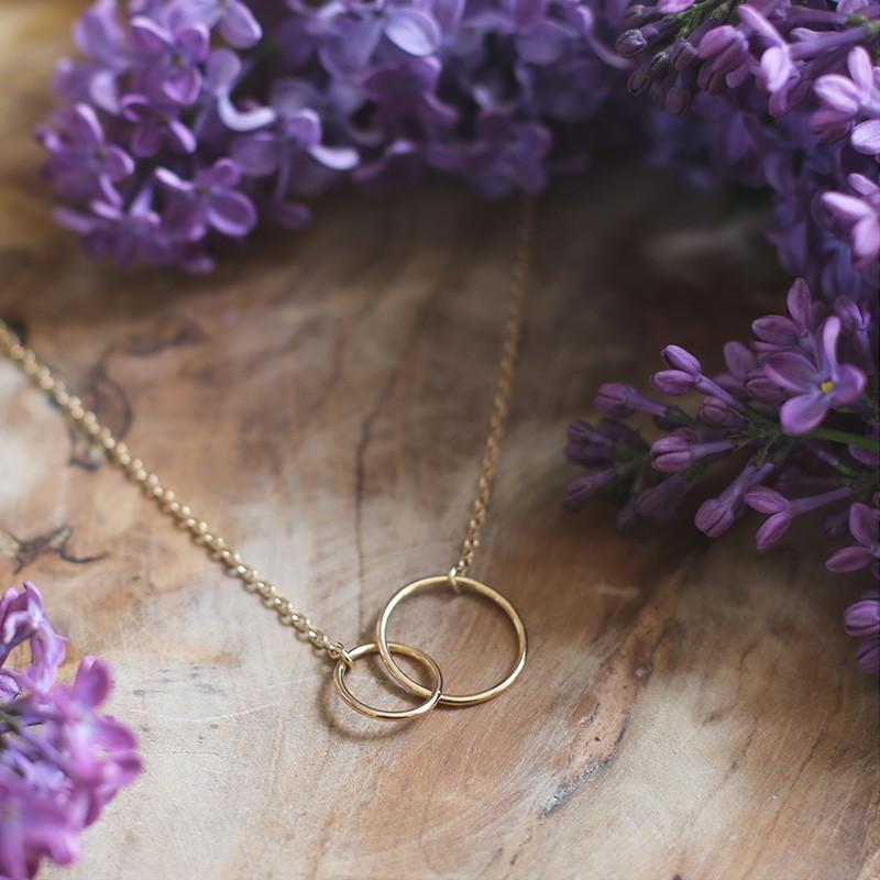 Collier anneaux entrelacés plaqué or
