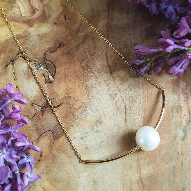 Collier tube courbe plaqué or et perle eau douce