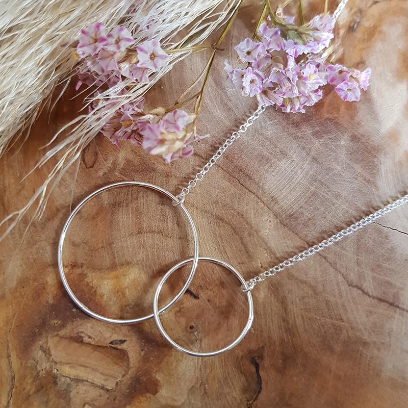 Collier grands anneaux entrelacés argent